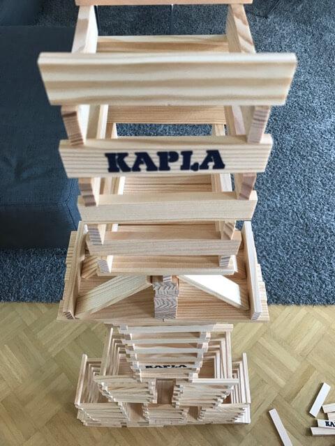 Turm aus KAPLA 1000 Holzbausteinen