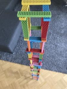 hoher Turm aus Bioblo Bausteinen