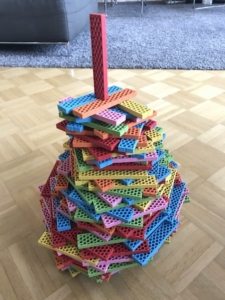 Turm aus Bioblo Bauklötzen