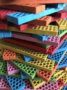 viele Bioblo Bausteine gestapelt