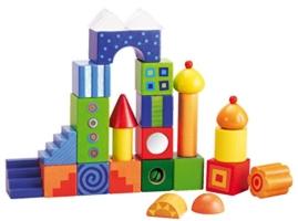 Turm aus bunten Holzbausteinen