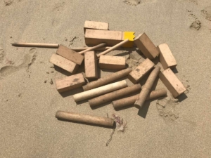Wikingerschach / Kubb Spiel am Strand
